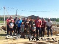 В тувинском селе Арыг-Бажы возводят  спортзал методом народной стройки