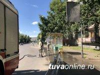 В столице Тувы дезинфицируют автобусные остановки и подъезды