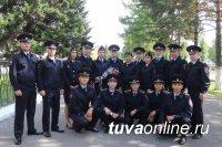Министр МВД Тувы Юрий Поляков встретился с 17 будущими полицейскими