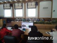 В Туве членов участковых избирательных комиссий учат пользоваться КОИБами