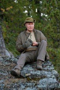 Опубликовано фото и видео отдыха Путина и Шойгу в сибирском регионе, в котором пользователи соцсетей узнали Тоджинский район Тувы
