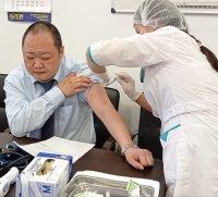 И.о. министра Тувы Анатолий Югай на своем примере призвал земляков к вакцинации