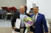 В Кызыле отметили 75-летний юбилей заслуженного работника культуры Тувы и России Виктора Нагорного